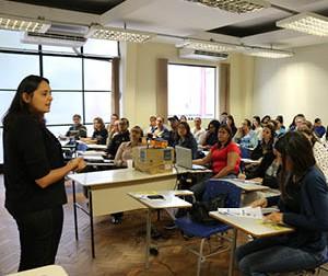 Participantes do Fórum DCA conhecem serviços de saúde mental de Itabirito