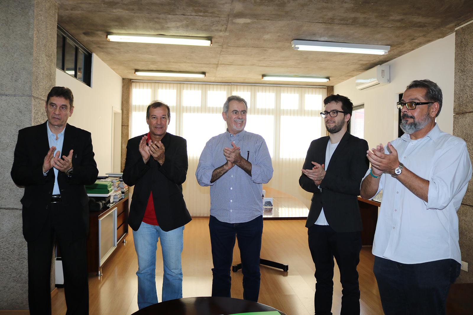 Prefeito, representantes da Setur e Renê Santana firmam parceria para elaboração do projeto (Créditos: SECOM/PMI)