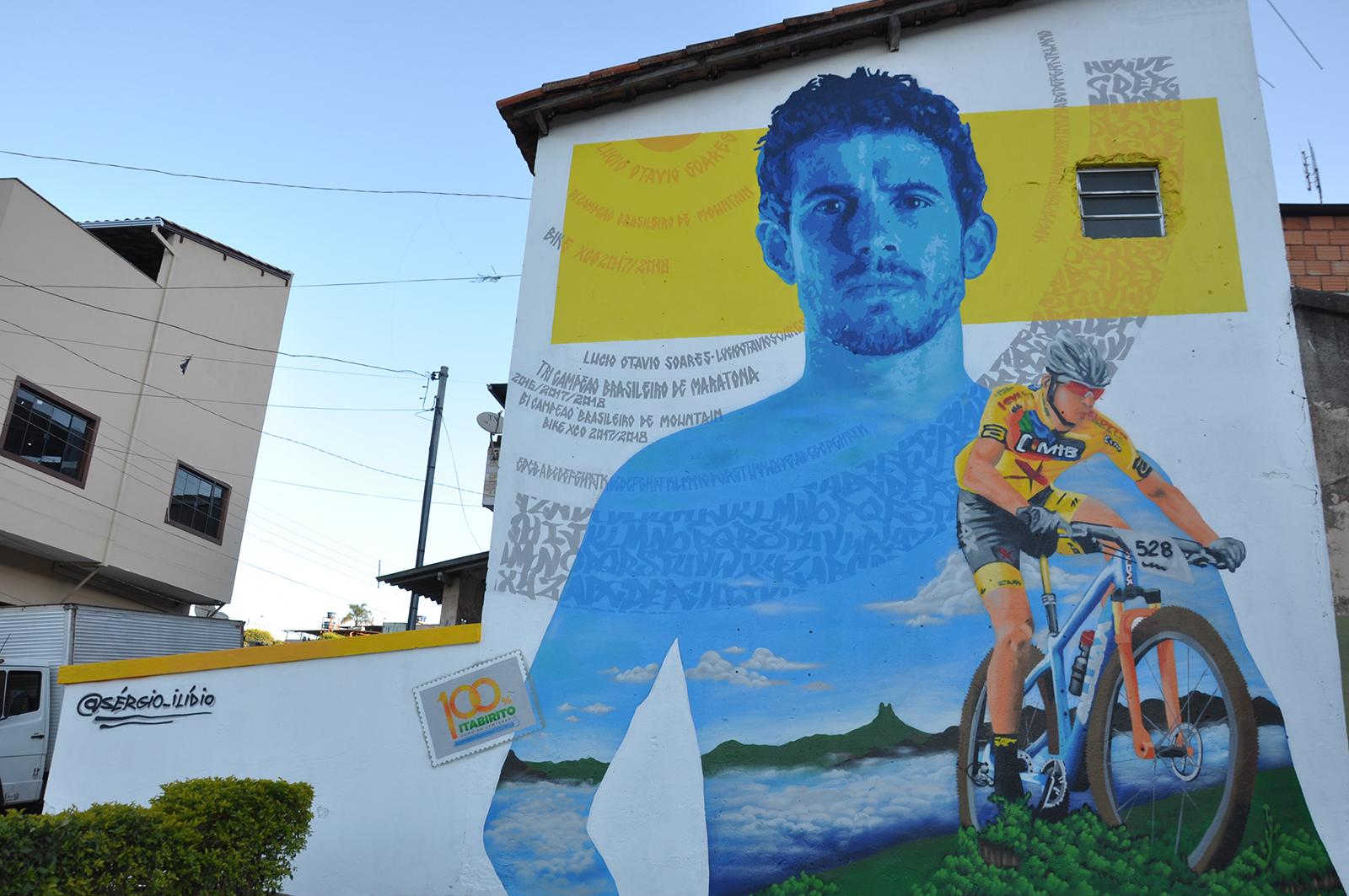 Ciclista Lúcio foi retratado pelo artista Sérgio Ilídio, no bairro Santo Antônio (Créditos: SECOM/PMI)