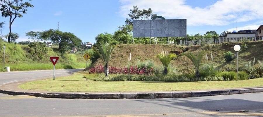 Prefeitura de Itabirito intensifica serviço de capina e roçagem em toda cidade